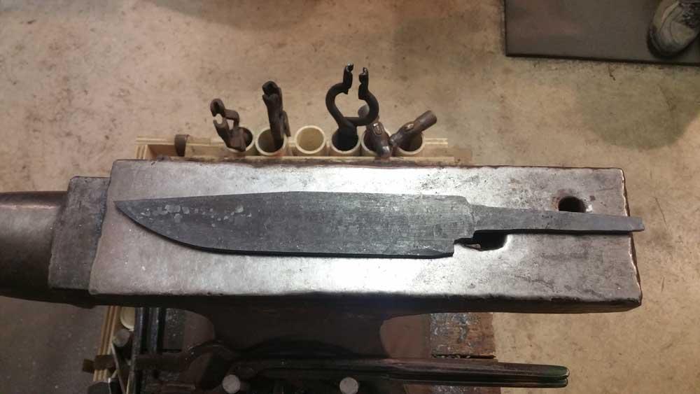 MN-Custom-Bowie-Knives-2